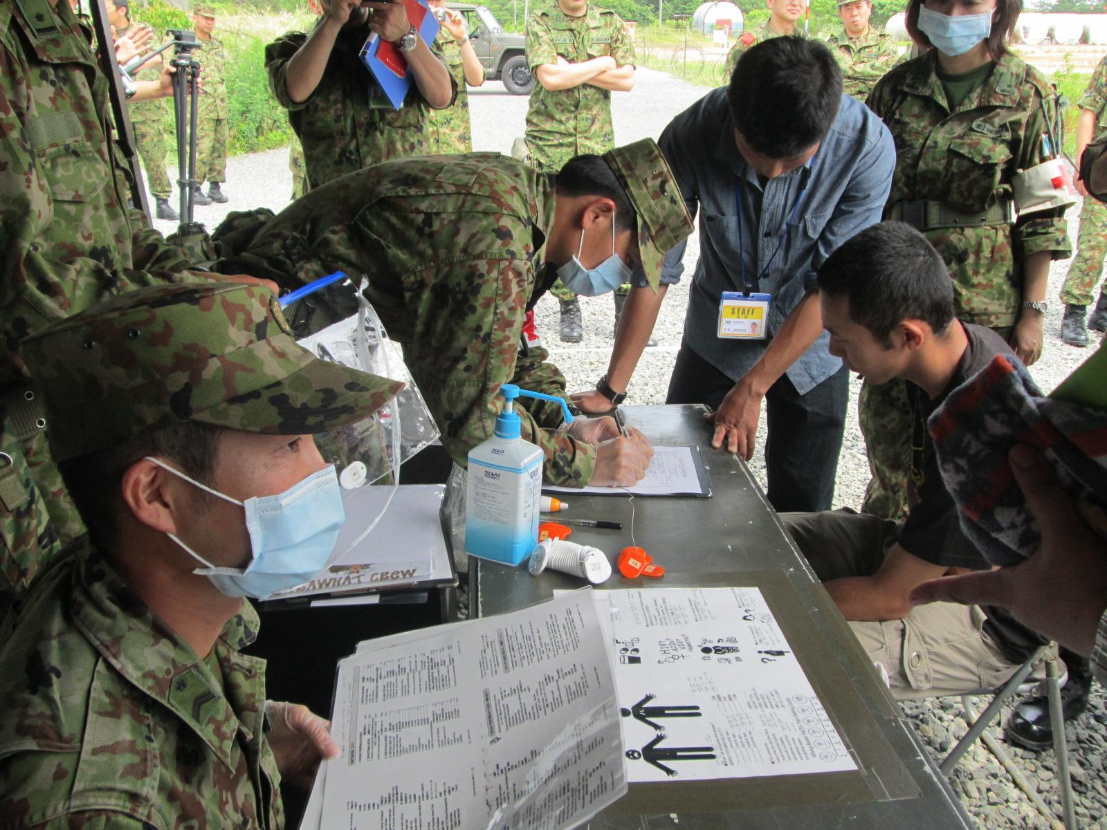診療施設での患者受け入れ訓練.JPG