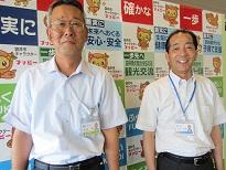 袋井市役所 総務部防災課  課長 山本季男さん、防災アドバイザー 永田進さん(左)
